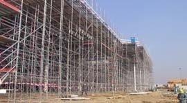 ponteggi per costruzione struttura industriale