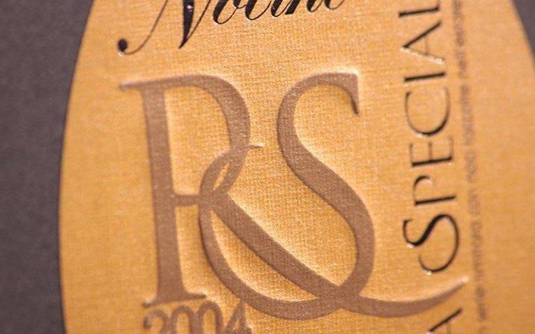 Etichette in rilievo secco
