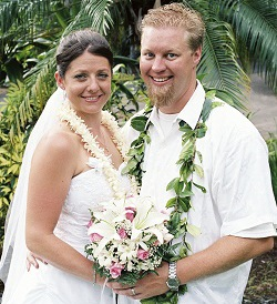 Couple married by a licensed wedding officiant in Aiea, HI