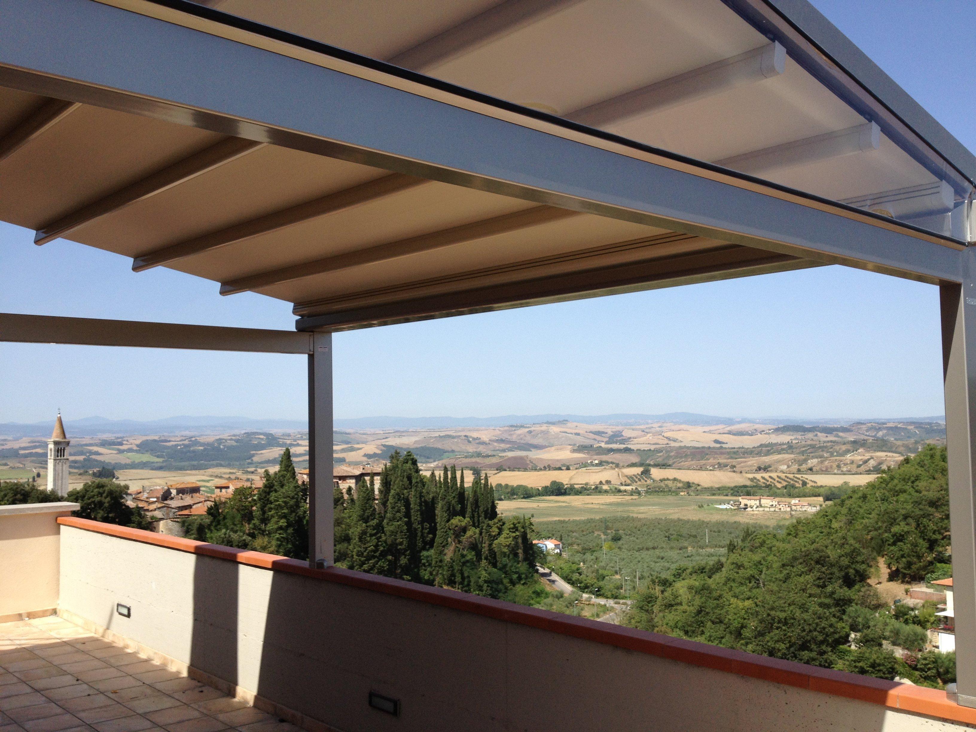 tenda gazebo da esterno collocata su terrazza