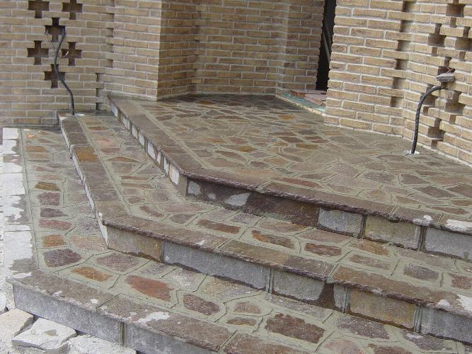 tre gradini in pietra
