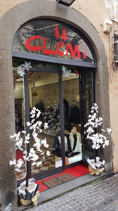 Vista frontale del negozio Clemi' Abbigliamento a Viterbo