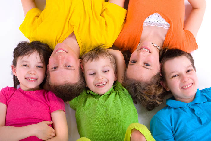 gruppo di bambini che sorride