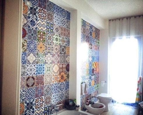 pareti decorate bagno