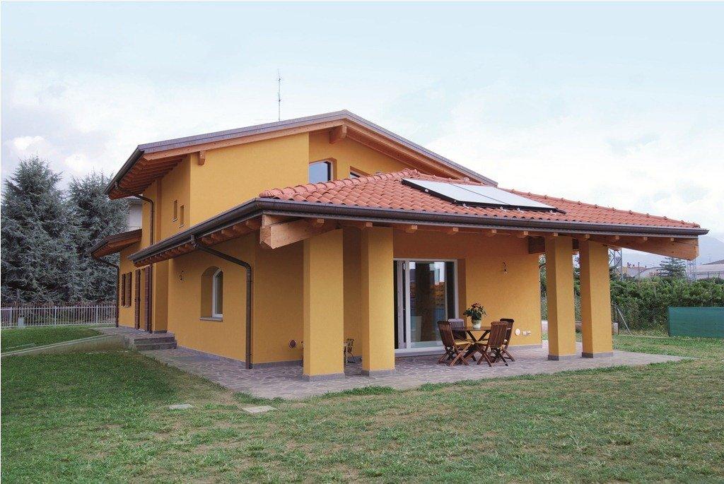 casa con portico in muratura