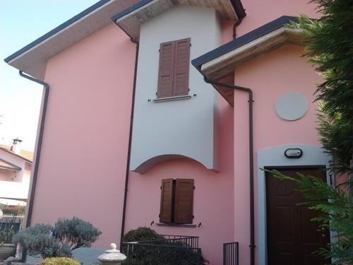facciata di palazzo rosa