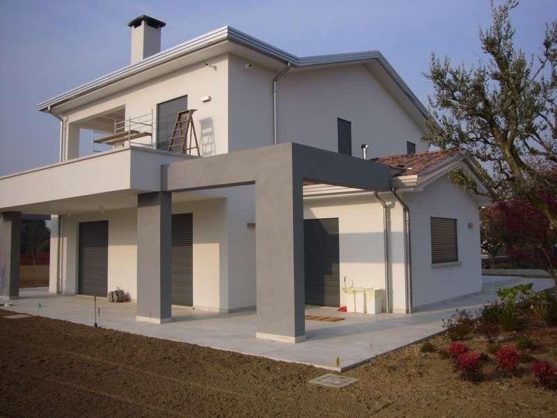 villa con portico esterno