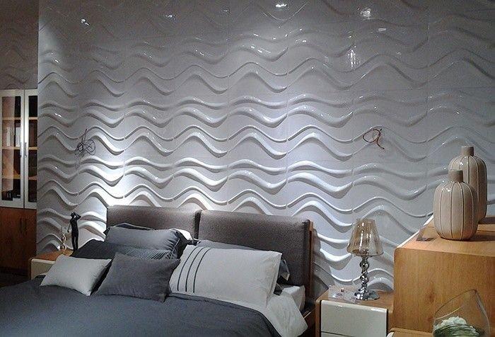 stanza da letto con decorazioni a parete