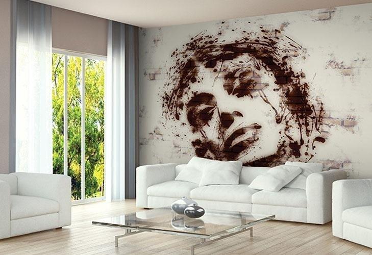 volto disegnato su grande parete interna