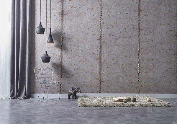 lampade sospese lungo grande parete