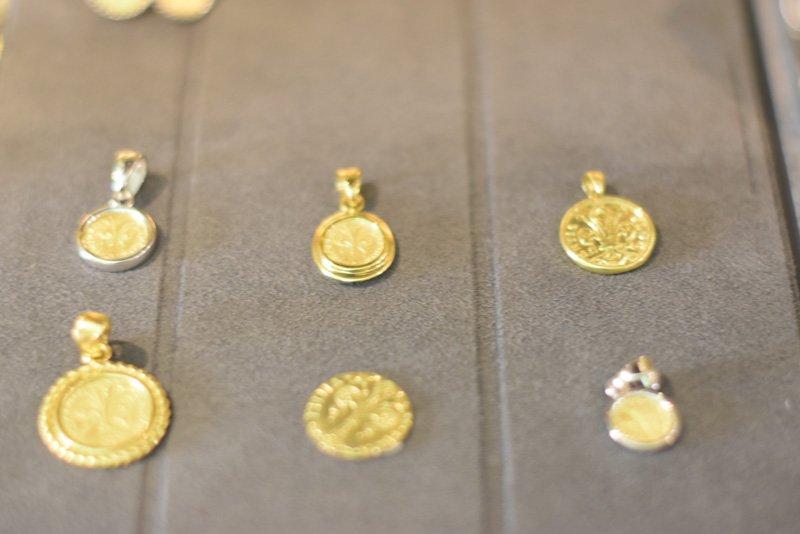 Ciondoli con monete in oro