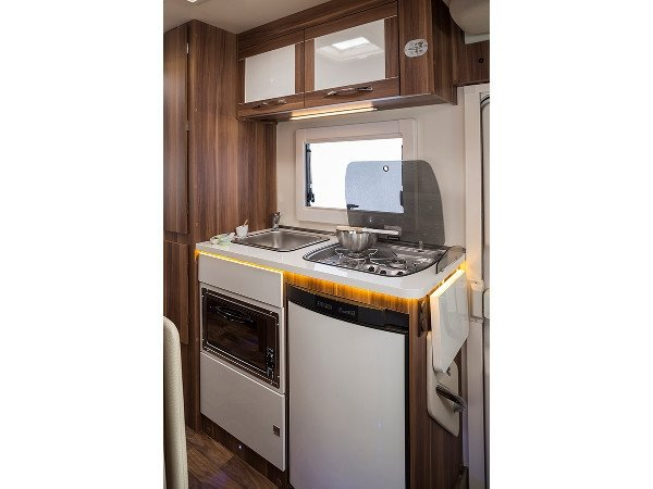 motorhomes for hire, Auto Roller 747, 6 berth motor-home rental