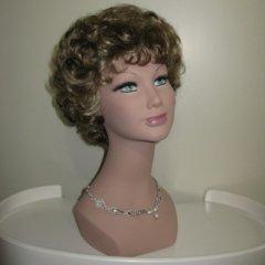 parrucca corta bionda, parrucche bionde riccie, parrucche bionde mosse