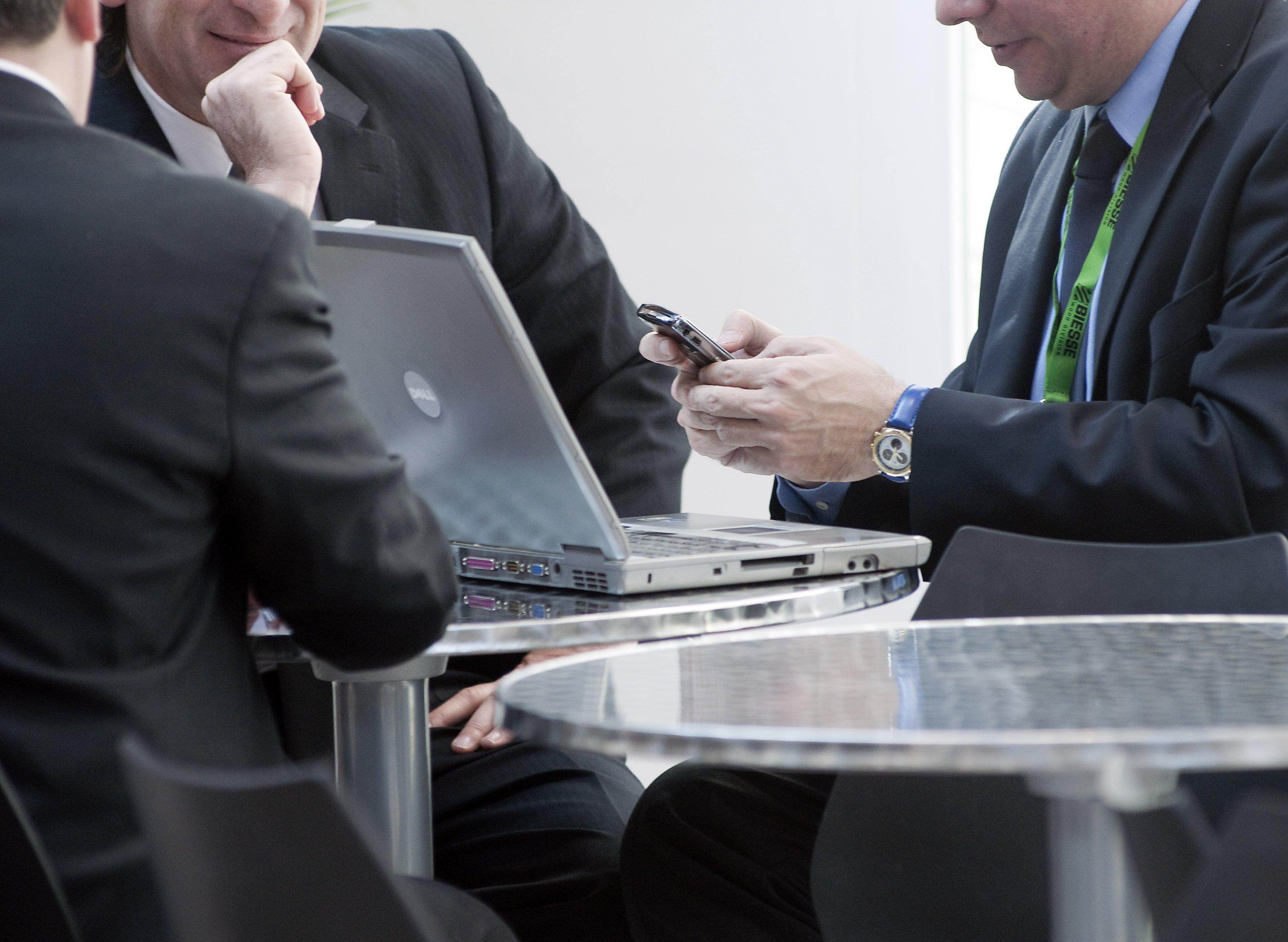 consulenti durante una riunione