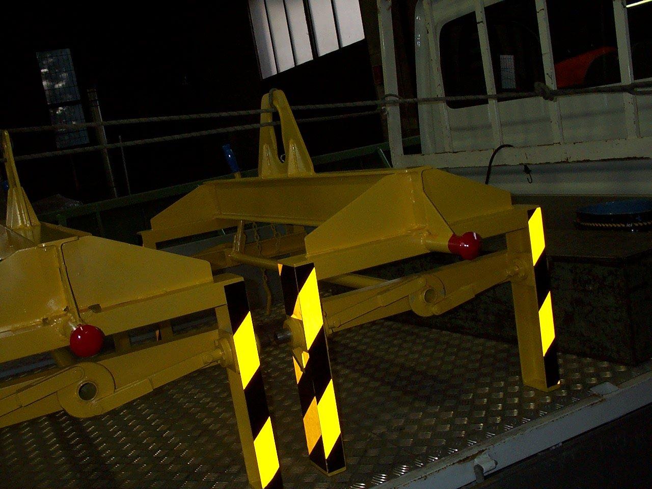 macchinari gialli