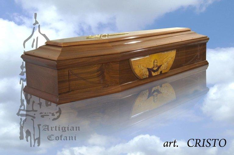 una bara in legno e l'immagine di Cristo