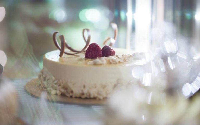 Torta gelato con crema e fragole