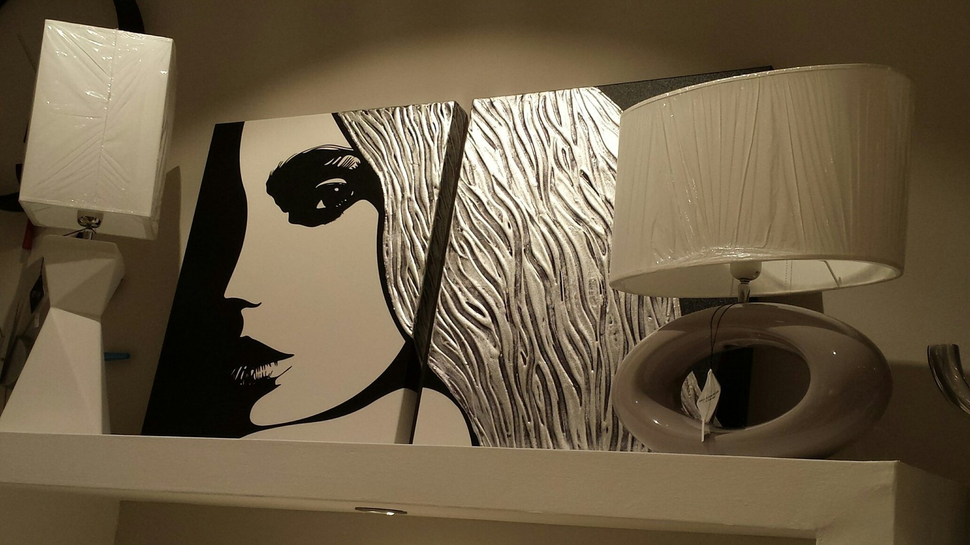 quadro con donna bianco e nero. Due lumi stile moderno
