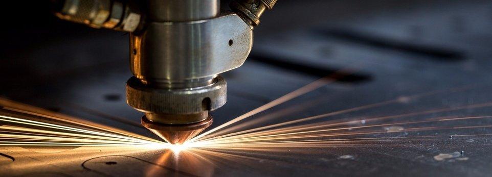 macchina per il taglio del metallo
