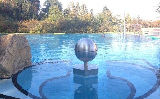 settore piscine_sfera in piscina