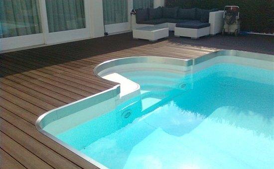 settore piscine_bordo piscina