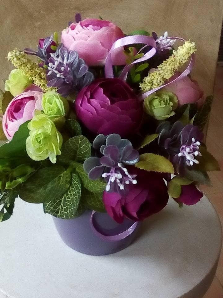 vaso di fiori su un tavolo
