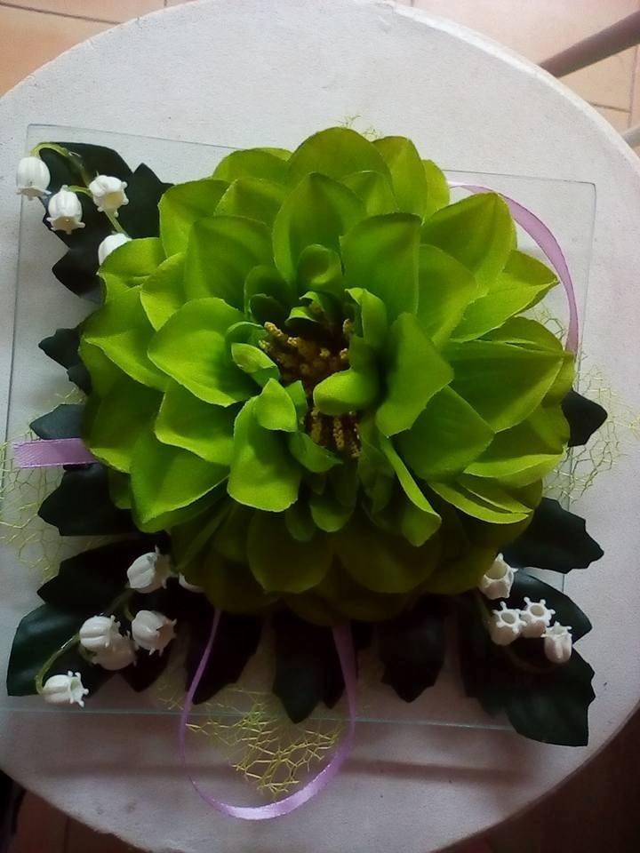 fiori artificiali in un vaso