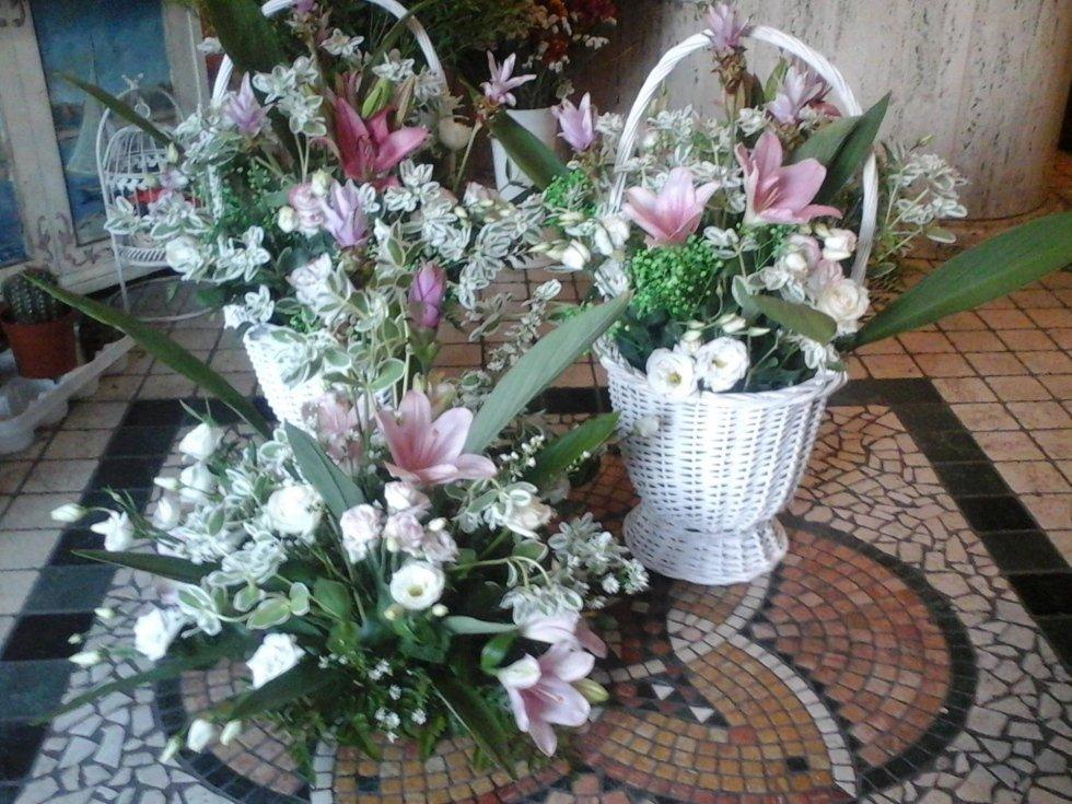 vasi di fiori freschi