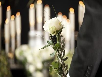 candali e fiore bianca