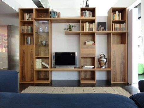 Libreria artigianale in listellare massello, a misura. Misure composizione fotografata: L.315 x P.35/44 x H.220