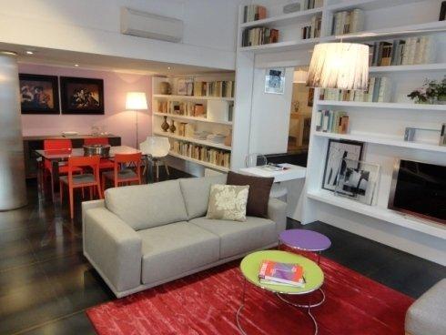 libreria a misura, divano sfoderabile, divano componibile, tavolo cristallo, sedie