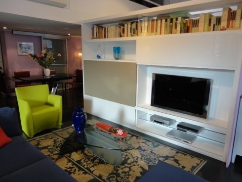 libreria porta TV, libreria componibile, acropolis T70, poltroncina pelle, poltroncina ecopelle, poltrona, tavolino kat, Karim Rashid