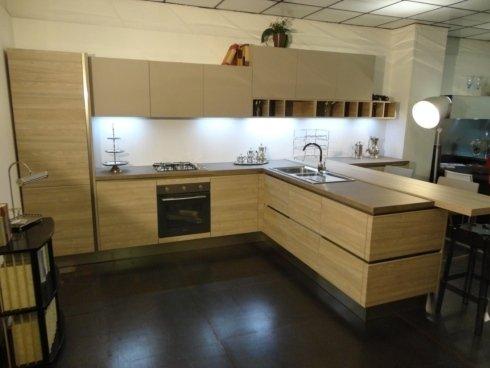 Cucina componibile Record modello URBAN, finitura in melaminico (top, ante e strutture)