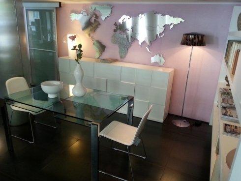 tavolo cristallo allungabile, livingstone, sedia cuoio, cuoio rigenerato, madia moderna, quadro, orologio da parete, orologio acciaio