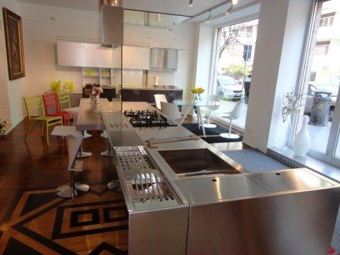 canale attrezzato, cucina isola, piano snack, sedia cucina, sgabello