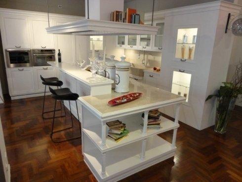 la loggia copat, cucina classica, piano snack, cucina isola, sgabello