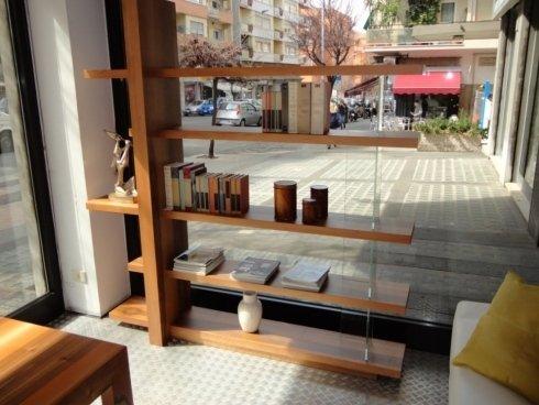 Libreria Artigianale in listellare massello, con supporti in vetro, bifacciale. Composizione fotografata L.210 x P.30/40 x H.215