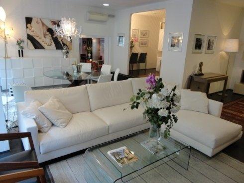Divano componibile, chaise longue, tavolino cristallo, rivestimento sfoderabile, madia, tavolo cristallo, soggiorno moderno