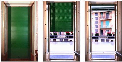 porta con tapparelle verdi