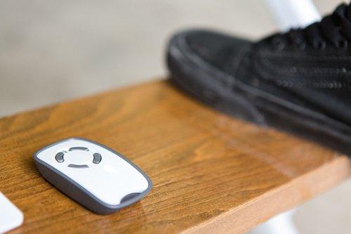 scala con pulsante e scarpa