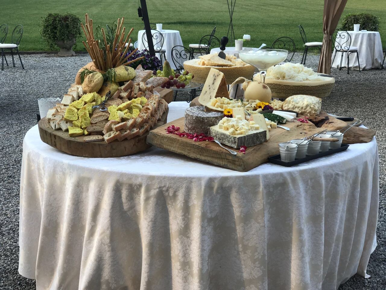 tavolata con buffet