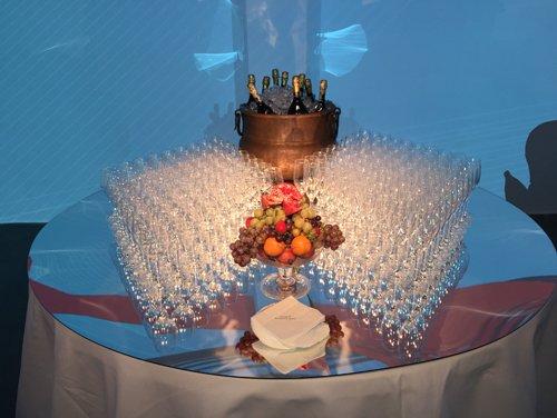 tavolo con bicchierini di prosecco