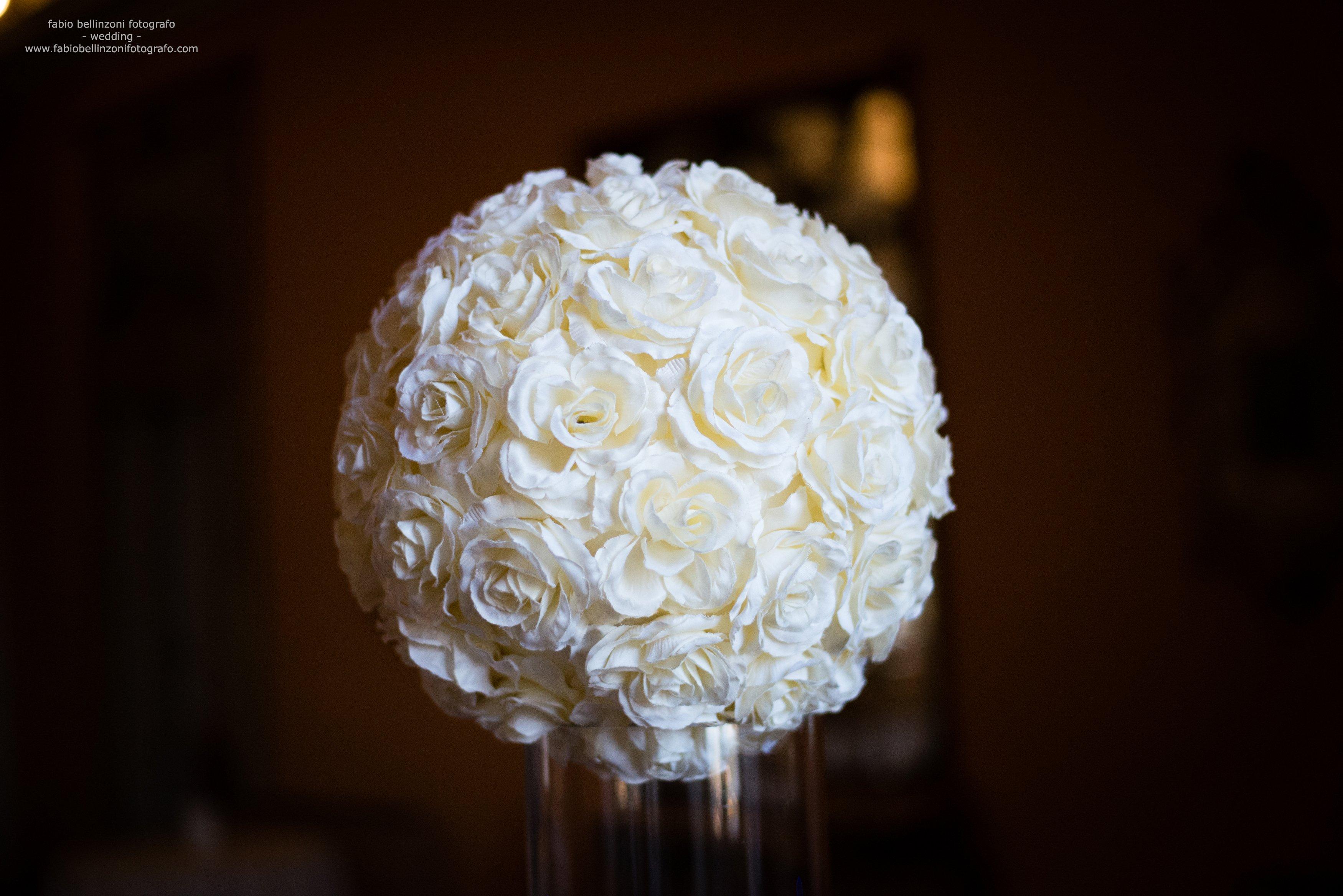 palla di rose bianche