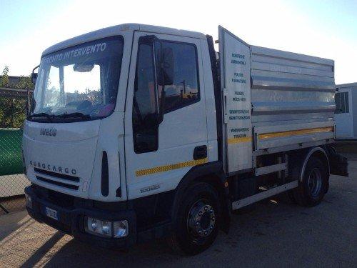 Camion per il servizio di manutenzione,videoispezione e disinfestazione