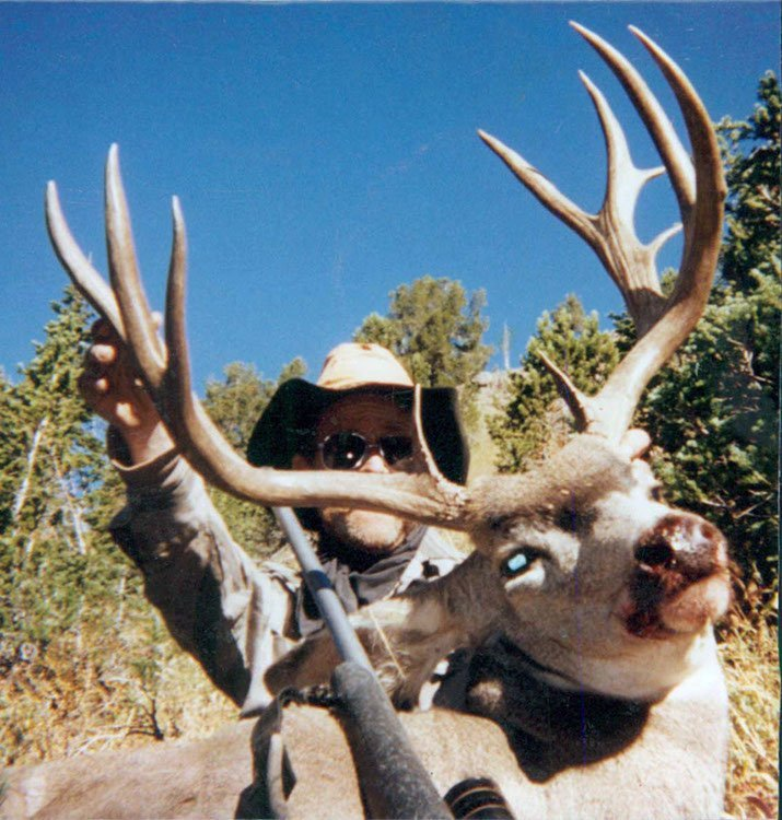 Wyoming mule deer hunting outfitter
