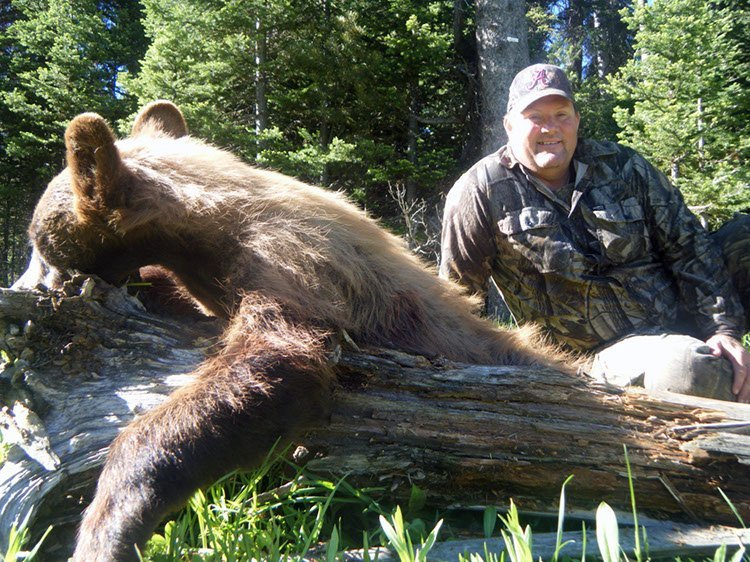 Wyoming Spring bear hunting outfitter