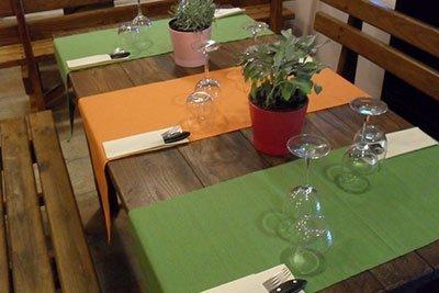 Tavolo da pranzo all'agriturismo Cip e Ciop in Postiglione