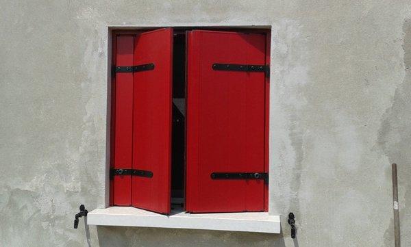 finestra rossa