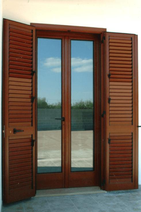 elementi in ferro per serramenti in legno