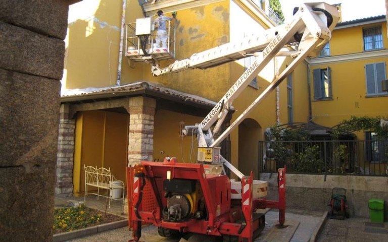 lavori edili con macchinari erba